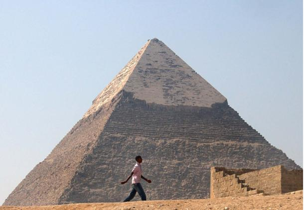 White casing stones remain near the top of the Pyramid of Khafre. (CC BY 2.0)