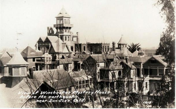 The Winchester Mystery House before the 1906 earthquake.
