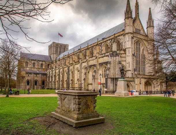 Winchester cathedral where the remains of Cnut the Great lie buried (danieldep /Adobe Stock)