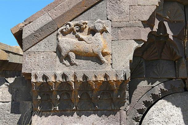 Winged animal to the left of the entrance of Orbelian's Caravanserai. (CC BY 2.0)