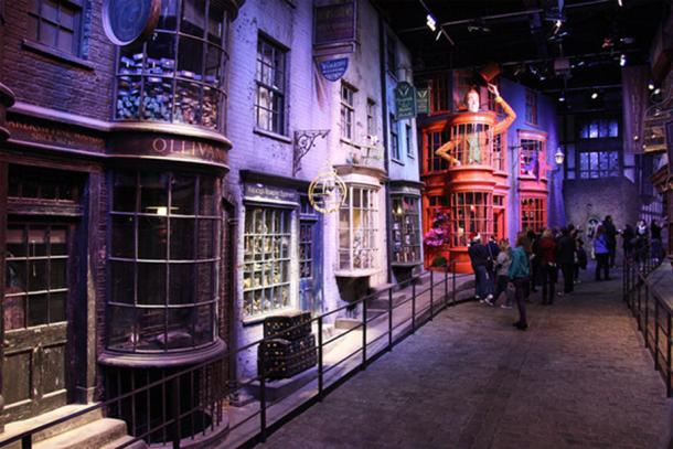 Wizardly shopping street hidden from muggles at Warner Brothers studios. (Richard Croft CC BY-SA 2.0)