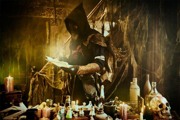 Working plague doctor (Andrey Kiselev / Adobe Stock)