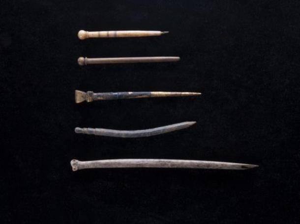 Writing implements such as quills and styluses were found at the Oxford University site
