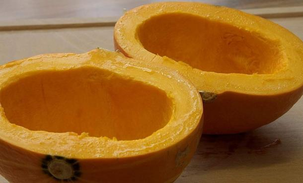 Yang became known as 'Two Gourd Halves' after cutting a gourd in two to make two containers for measuring out grain.