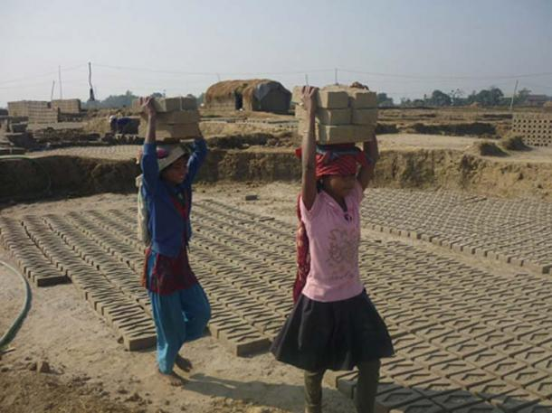 Young girls working in the brick kilns of Nepal. (CC BY-SA 4.0)