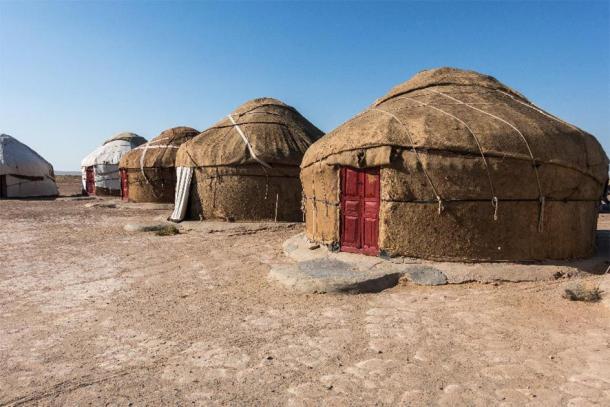 Yurt camp in Kyzylkum desert, Uzbekistan. (Francesco Bonino /Adobe Stock)