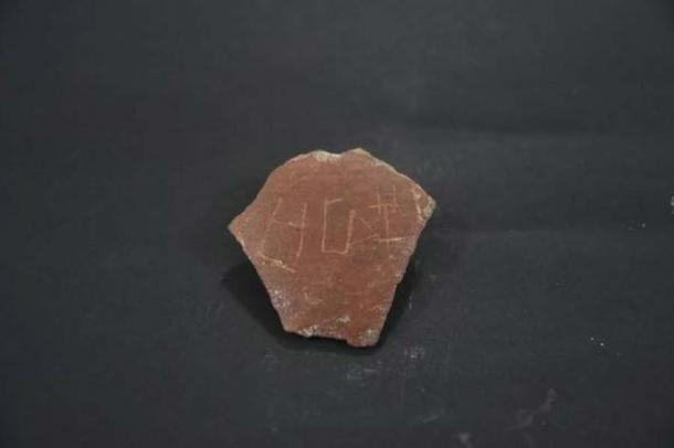 A pot sherd with a 'Tamizhi' inscription found at Keezhadi, Tamil Nadu. (Jothi Ramalingam)