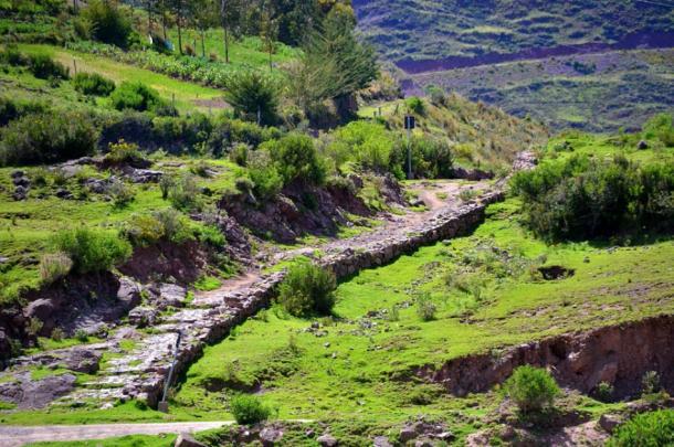 A road from the Inca Empire climbing a hillside at the Mosollaqta Lake, Peru. (Aga Khan / CC BY-SA 4.0)