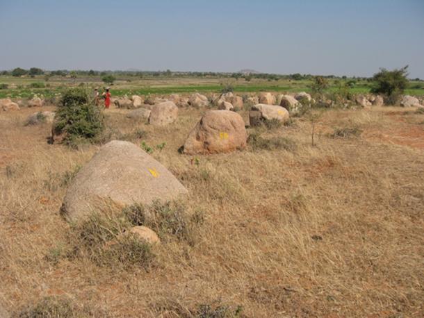 Smaller alignment stones – Madumal.