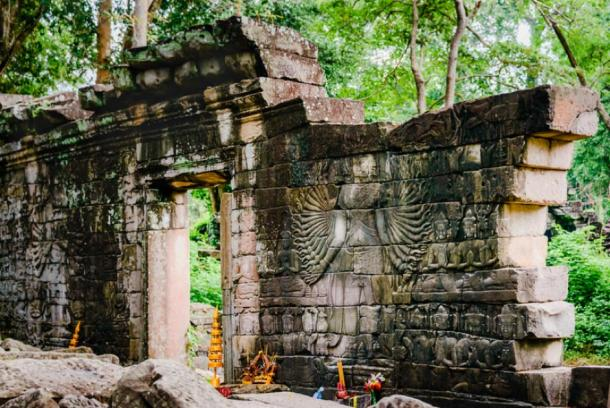 All the walls within the temple complex had a decoration, scene or deity carved on it, but the best have been removed to museums or stolen. (Anthony Tong Lee / CC BY-ND 2.0)