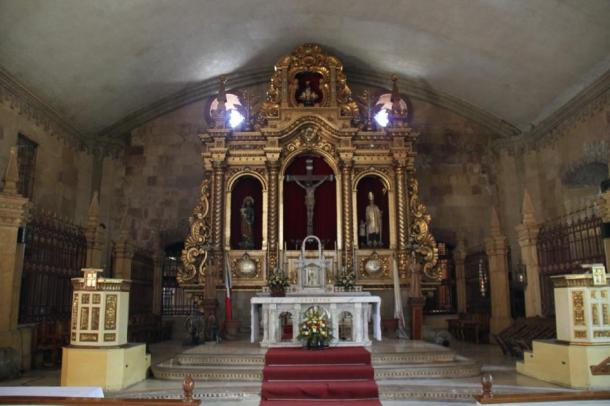 The altar of Miagao Church, Philippines (Public Domain)