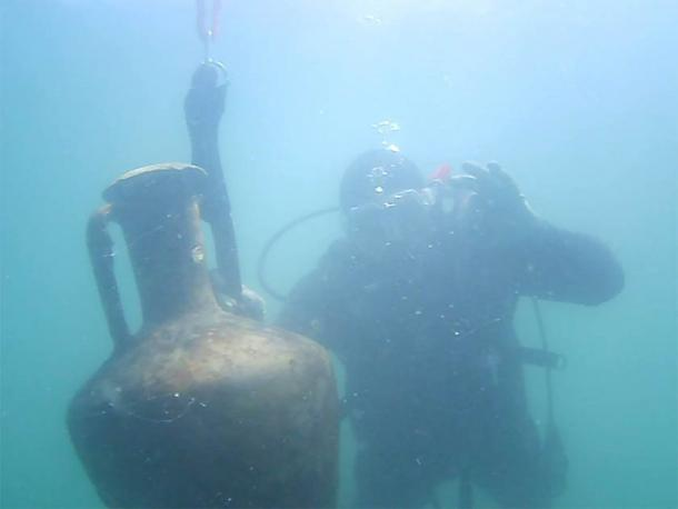 One of the amphorae, in perfect condition, found just off the coast from the fortified Hellenistic center recently found at Cape Chiroza. (Burgas Municipality)
