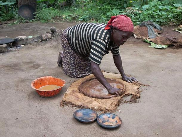 An Ari woman fashions a baking plate in an village in Southern Ethiopia.