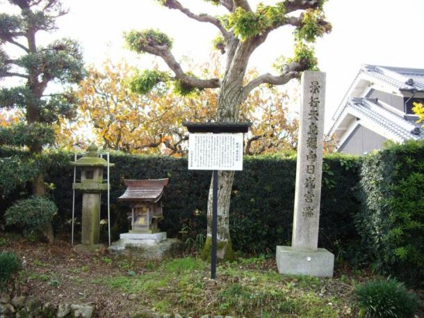 A pillar marks the location of the ancient Makimuku ruins