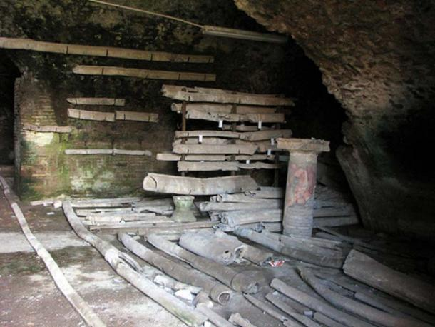 Ancient roman lead pipes in Ostia Antica (CC BY-SA 3.0)