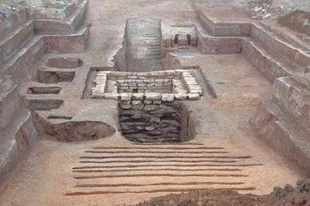 A different ancient tomb in Qingzhou City, China had been thoroughly looted, but one of the looters may have paid a heavy price, as remains of a body were found in looting tunnels.