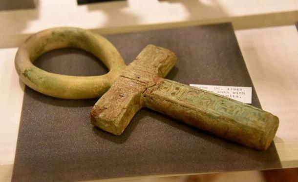 Faience of the 'ankh' sign, meaning 'life'.