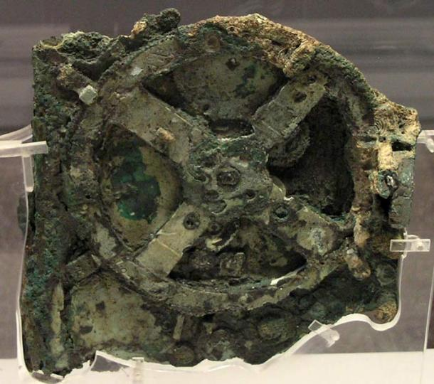 The Antikythera mechanism / planetarium discovered in 1902