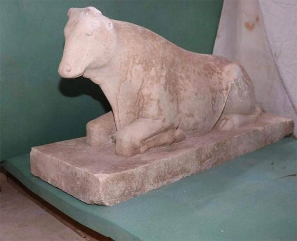 A statue of an Apis calf, a sacred bull, which was worshipped in Memphis, was found in the Egyptian pharaonic tomb. (Ministry of Tourism and Antiquities)