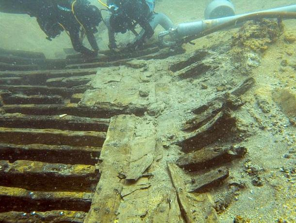 Photo from the archaeological research carried out some years before on the wreck Cap de Vol.