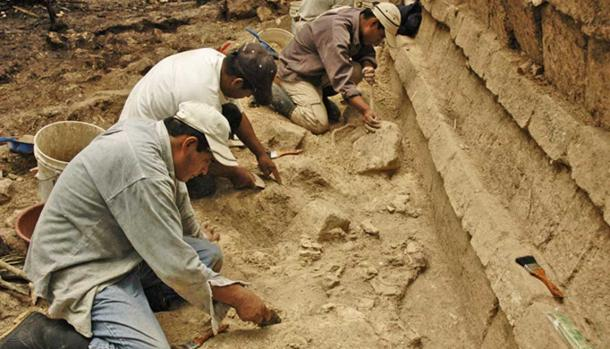 Inomata's archaeological team working at Ceibal in Guatemala.
