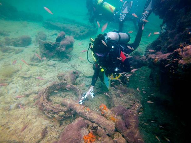 """Marine archaeologist inspecting the bow area of the shipwreck. Originally named """"Adalio"""", it has now been identified as being """"La Unión"""", a steamship used to transport Maya slaves to Cuba. (Helena Barba / INAH)"""