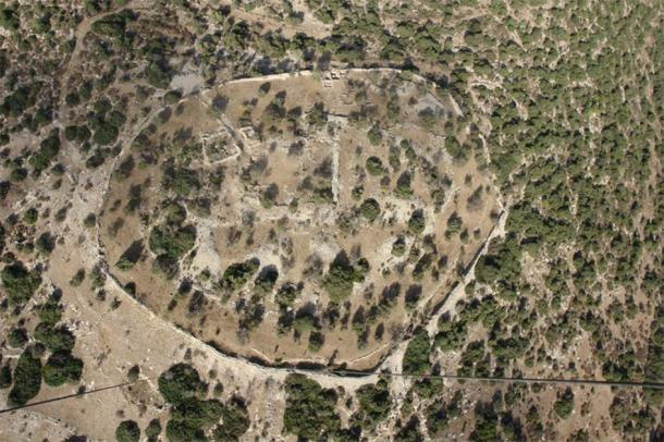 Aerial view of Khirbet Qeiyafa, the site of an ancient fortress city overlooking the Elah Valley dated to the first half of the 10th century BC. (Skyview Photography Ltd / CC BY-SA 3.0)