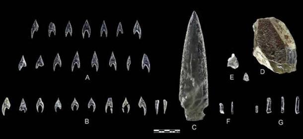 A: Ontiveros arrowheads; B: Montelirio tholos arrowheads; C: Montelirio dagger blade; D: Montelirio tholos core; Montelirio knapping debris; F: Montelirio micro-blades; G: Montelirio tholos microblades. Photograph: Miguel Angel Blanco de la Rubia.