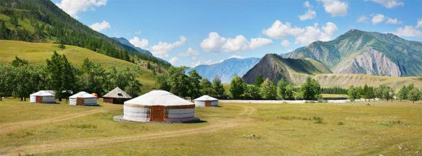 Yurts are still used by nomadic central Asian peoples and it was in ancient communities like these that extreme Siberian nomadic violence was found. (Valerii / Adobe Stock)