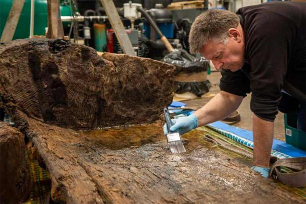 An up-close look at the Tetney Bronze Age coffin during restoration work. (Charlotte Graham / York Archaeological Trust)