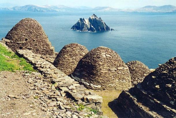 The stone 'beehive' monastic huts on Skellig lend an otherworldly air to the place. azwegers, CC BY