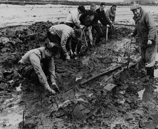 Bronze Age boat being excavated in North Ferriby, Yorkshire.