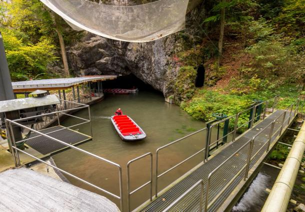 Boat ride into the Punkva caves (kojin-nikon/Adobe Stock)