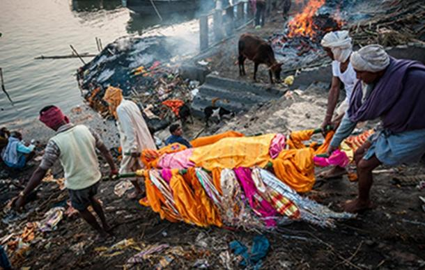 A body being carried to the funeral pyre at Manikarnika Ghat, Varanasi, India