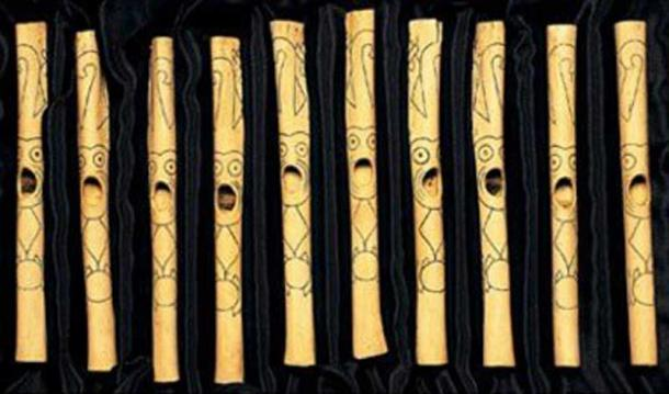 A selection of the bone flutes found at Caral. (Real History).