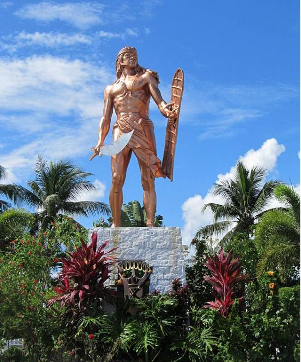 The bronze statue of Lapu-Lapu in Mactan.