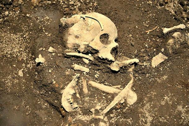 Image of one of the burials discovered in the same area as the incense burners.