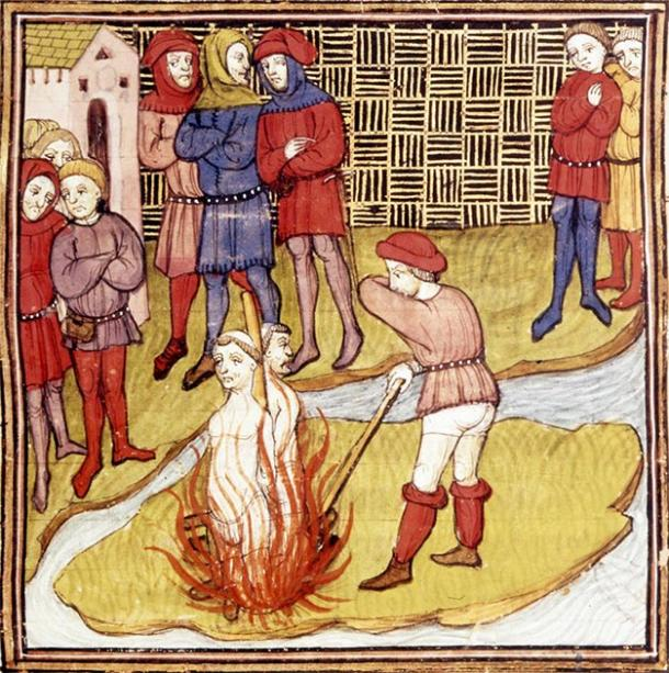 Depiction of the burning of the Grand Master of the Templars and another Templar on the orders of King Philip IV of France. From the Chroniques de France ou de St Denis. (Workshop of Virgil Master / Public domain)