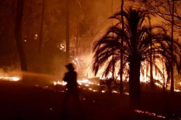 The bushfire that ravaged Carnarvon National Park and destroyed the Aboriginal rock art in 2018. (Queensland Ambulance)