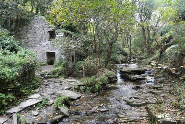 Дърворезбите са открити близо до руините на Trevethy Mill, като някои експерти стигат до заключението, че лабиринтите Rocky Vally всъщност са издълбани от бивш наемател.  (Kmtextor / CC BY-SA 4.0)