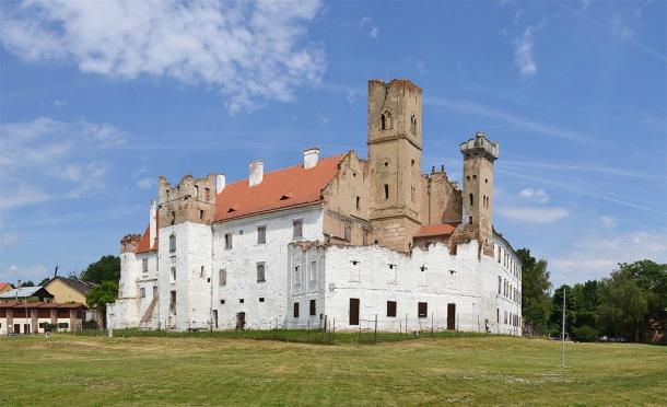 The castle in Břeclav, South Moravian, Czech Republic, where the human sacrifice victims were found. (Pudelek (Marcin Szala) / CC BY-SA 4.0)