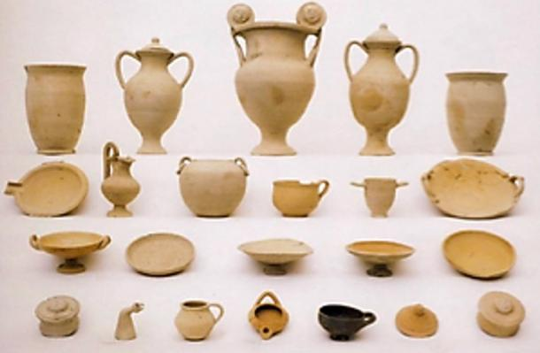 Generic and symbolic ceramic assemblages from early 3rd century BC.