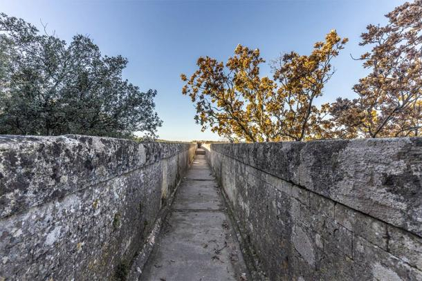 The water channel of the Pont Du Gard, ancient Roman aqueduct (travelview / Adobe Stock)