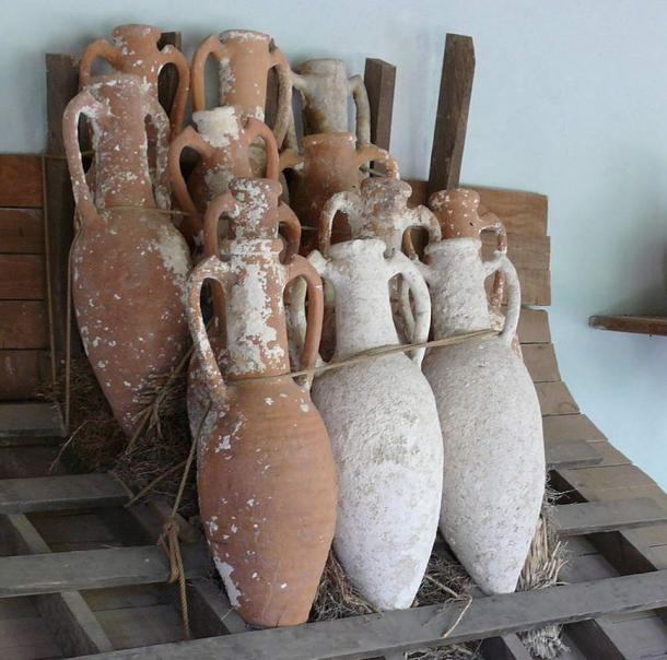 How clay amphorae vessels may have been stacked on a galley.