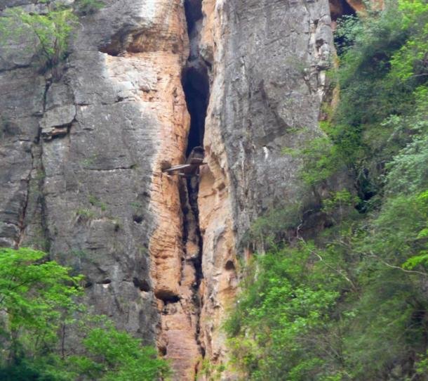 In the latest discovery, some coffins were found wedged between rocks on cliff faces. Hanging coffin at the Shen Nong Stream, Hubei, China