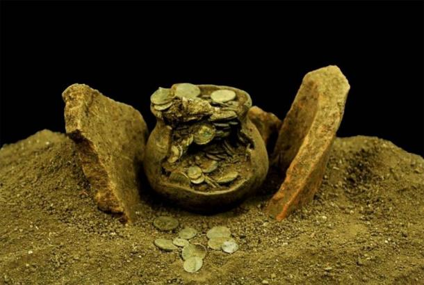 The ancient Roman coins were found in a jug that was protected by terracotta plates. (Aizanoi Excavation Directorate /Anadolu Agency)