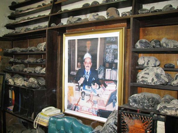 A collection of Ica stones surrounding a portrait of Javier Cabrera.
