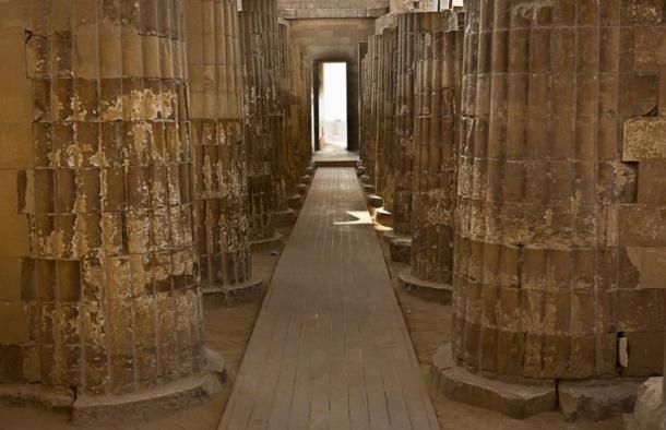 colonnade at Saqqara - La magnifica pirámide escalonada de Zoser en Saqqara