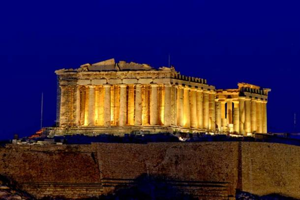 The columns of the Parthenon were built with entasis.