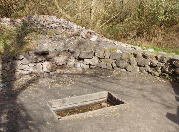"""Fulacht Fiadh"" cooking pit, Irish National Heritage Park"